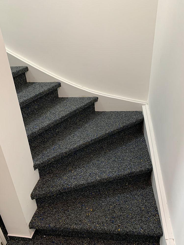 Treppen Teppichboden verlegen und bekleben